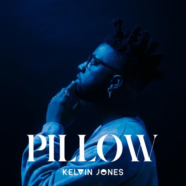 Kelvin Jones mit Pillow