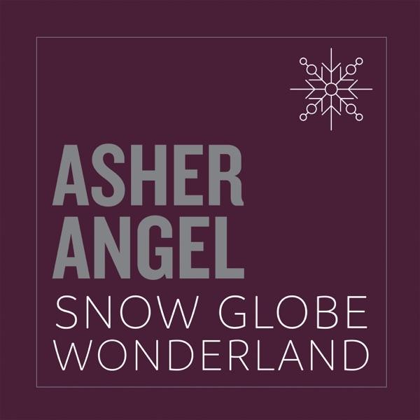 Asher Angel mit Snow Globe Wonderland
