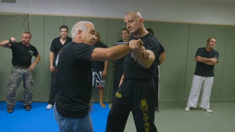 SELF DEFENSE - Defense against knife screenshot-3