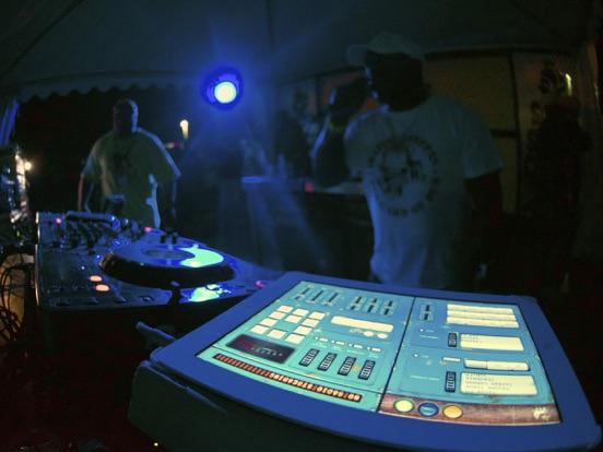 Dub Siren DX -DJ Mixer Synth + Reggae Dub Radio-ipad-1