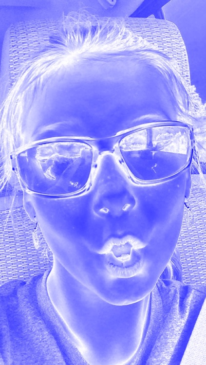 Blue and White Selfie Fan Cam screenshot-3
