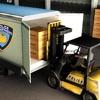 刑務所の輸送に関する市警察官トラック運転手