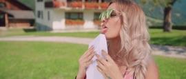 Die Nachbarin Melissa Naschenweng German Pop Music Video 2018 New Songs Albums Artists Singles Videos Musicians Remixes Image